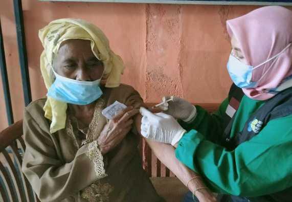 Antusiasme Lansia Desa Sukodadi Jalani Vaksinasi Covid-19